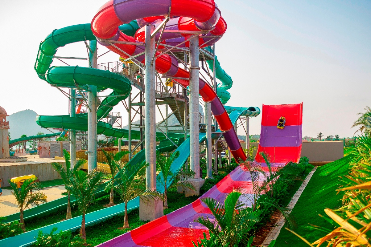 Boomerango tube slides