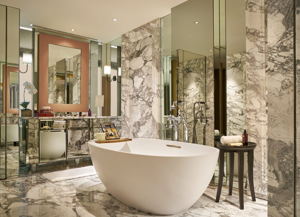 grand-hyatt-erawan-bangkok_erawan-suite-bathroom